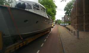 boat on the road boot op de weg