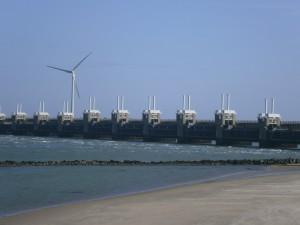 Oosterschelde-storm-surge-barrier-4