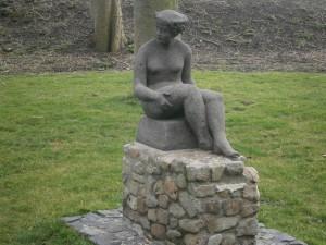 Veere sitting woman 2