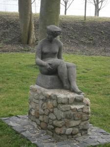 Veere sitting woman